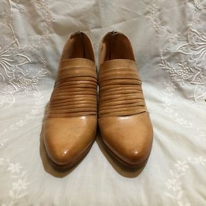 Amope Bedstu Trough Rustic Bootie Natural Leather